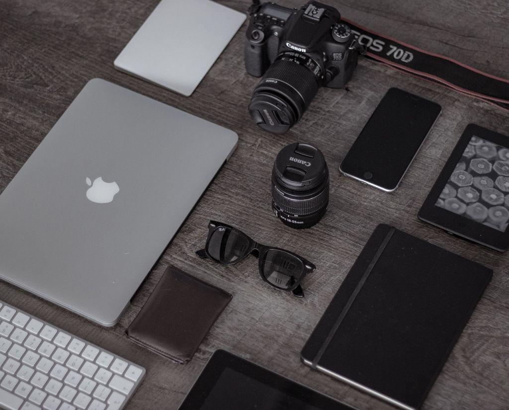 ValueTalks Station de Charge Chargeurs USB 4 Ports avec 1 Charge /à Induction sans Fil Chargeurs de Bureau pour iPhone Apple Samsung iPad Tablettes Autres Smartphones//Gris
